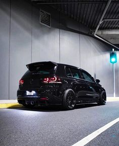 Golf trick, tips and training Cabrio Volkswagen, Gti Vw, Mk6 Gti, Volkswagen Polo, Golf 7 Gti, Golf R Mk7, Black Audi, Best Luxury Cars, Top Cars