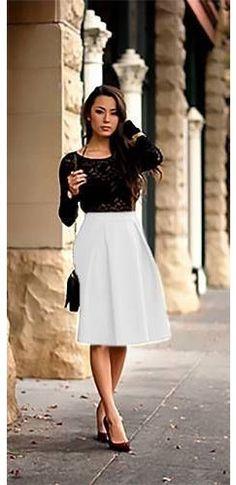 Weißer Stretch Knielanger Bell Flare A Line Skater Falten Midirock Source by arachak . Flare Skirt Outfit, Burgundy Skirt Outfit, Skater Skirt Outfit, Pleated Midi Skirt, Skirt Outfits, Skater Skirts, Girly Outfits, Pretty Outfits, Fall Outfits