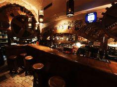 Harris Piano Bar to drugi w Europie i jedyny w Polsce klub, w którym odbywają się koncerty autorskiej muzyki jazzowej. http://krakowforfun.com/pl/10/puby/harris-piano-jazz-bar