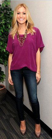 Love the shirt, the necklace, jeans and pumps. So simple and chic!  Ahhhhh!!!  LOVE!!!