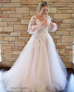 Romantic V-Neck A-Line Boho Wedding Dresses Lace Appliques Bell Long Sleeve Wedding Dresses with Sweep Train Plus Size Wedding Gowns Sheath Wedding Gown, Classic Wedding Dress, Wedding Dress Sleeves, Boho Wedding Dress, Dress Lace, Boho Dress, Whimsical Wedding Dresses, Long Sleeved Wedding Dresses, Full Figure Wedding Dress