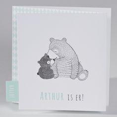 586.059 Een liefgeboortekaartje met schattige beertjes en een leuk…
