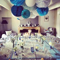 Une bien jolie table décorée avec coeur pour un baptême... on adore l'accumulation et le camaieu de bleu. Merci Viriginia !