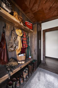 GALLERY - Nomadic Shack The Effective Pictures We Offer You About Hunting Room ideas A quality pictu Rustic Laundry Rooms, Mudroom Laundry Room, Fall Home Decor, Autumn Home, Vestibule, Cabin Interiors, Hunting Lodge Interiors, Hunting Lodge Decor, Cabin Homes