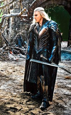 Wow. Thranduil has some mighty fine looking armour. I hope someone cosplays this in April so then we can both be amazing ^-^ haha