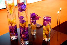 floral arrangements ofsobrial effect, with personality, in that the purity of the water, flowers and natural elements combined with metal, crystal or wire were acquiring the unique aspect.