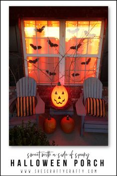 How to decorate your porch for Halloween Porch with pumpkins, bats and a spooky forest Halloween Porch, Halloween 2020, Spooky Halloween, Diy Home Decor On A Budget, Decorating Your Home, Pumpkin Carving, Diy Crafts, Crafty, Decoration