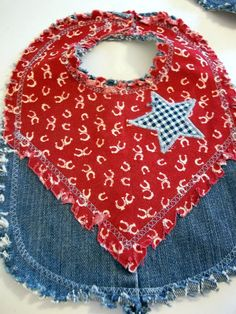Tesouros Renovado: Azul ocidental Jean Babador -  /   TreasuresRenewed: Western Blue Jean Baby Bib -