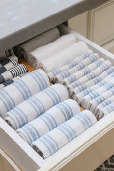 Great ideas to organize around the kitchen sink. Fold towels and store them horizontally in a drawer close to sink. Under Kitchen Sink Organization, Under Kitchen Sinks, Diy Kitchen Storage, Home Organization, Organizing Ideas, Kitchen Organizers, Organizing Kitchen Drawers, Kitchen Storage Solutions, Pantry Storage
