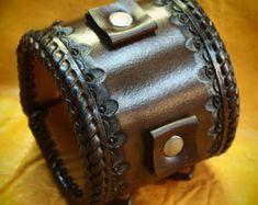 Lederen cuff Bracelet Brown sunburst door MataraCustomLeather