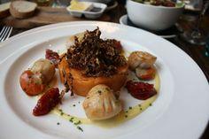 Seared scallops with a roast tomato mash