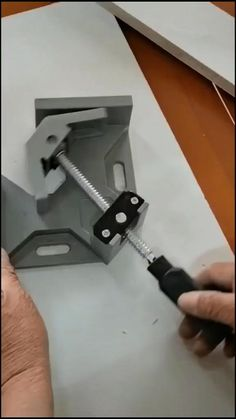 Unique Woodworking, Woodworking Projects That Sell, Woodworking Techniques, Popular Woodworking, Woodworking Tips, Antique Woodworking Tools, Antique Tools, Construction Tools, Cool Inventions