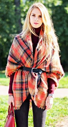 Ways to wear ponchos this fall/winter! Accentuate your waist by adding a belt over your poncho! This sleek look can be worn over pants, leggings and more! Where would you sport this style?