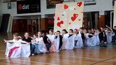 HLUK - AKADEMIE ŠKOLY 2013: 2.A - Šíleně smutná princezna (www.SlovackoD...