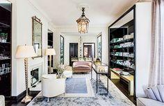 Violet Grey es un instituto de belleza multiplataforma de lujo creado en 2013. La selección de los productos que utilizan (la mayoría comerciales: algo que no deja indiferente a Constance) ha sido elaborada por artistas de maquillaje y expertos en cuidado de la piel. Cassadra Grey comenzó a trabajar siendo adolescente en una tienda de…