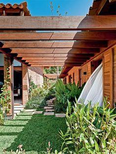 ...---===  ===---... Casa de final de semana com tijolinho aparente e telhas artesanais - Casa