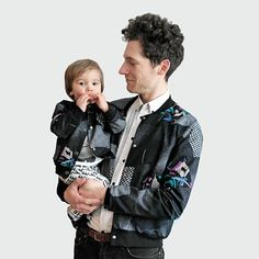Unisex Bomber Jacket in recycled cotton fabric with 5 metallic press fasteners in front. The jacket is reversible and can be used indoor and outdoor. Second Hand Shop, Nice Outfits, Fleas, Organic Cotton, Eco Friendly, Cotton Fabric, Recycling, Bomber Jacket, Unisex