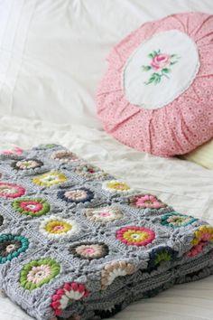 Coco Rose Diaries - Alicia Paulson's Sunshine Day Blanket ༺✿ƬⱤღ https://www.pinterest.com/teretegui/✿༻