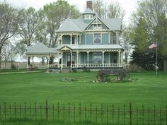 Google Image Result for http://images.travelpod.com/users/dancejill/2.1273521583.stately-victorian-home.jpg