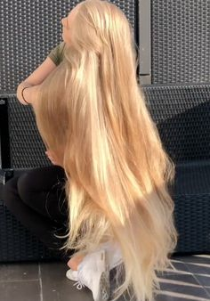 Shaggy Blonde Waves - 40 Picture-Perfect Hairstyles for Long Thin Hair - The Trending Hairstyle Long Thin Hair, Long Hair Play, Very Long Hair, Straight Hair, Wavy Bob Hairstyles, Formal Hairstyles, Wedding Hairstyles, Hair Magazine, Brown Blonde Hair