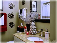 Quizá parezca exagerado, pero hay personas que vivimos mucho la Navidad y nos gusta decorar todos los espacios de la casa incluido el cuarto de baño. Lo común es adquirir accesorios para colocar en las paredes, en el lavabo, el wc, la cortina, las toallas, etc. Hay infinidad de bellos detalles y adornos para colocar …