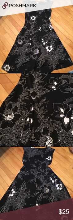 Pretty flowered dress Flowered midi jersey dress with sheath top and flowing skirt with wrap-like detail in black and cream. Size 6. Dress Barn Dresses Midi