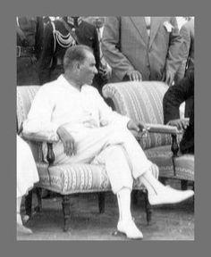 Atatürk'ün giyim tarzı... Beyazın bu denli yakıştığı başka biri olmasa gerek Ata'mm.