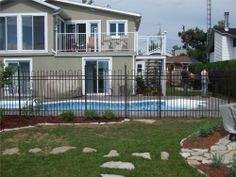"""Modèle 1607 48"""" Argent Veiné.  Esthetic and secure, the 1000 series proposes 38 models to divide up the garden, limited access to pool area or just to decorate your patio. The fence gives you a nice and soft look."""