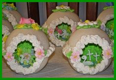 IMG_1505 (one year mom made these & gave them out to everybody, she even made some that used 5 lbs of sugar each. These in this pix aren't as pretty or finely detailed as the one's that she made. Mom is a perfectionist & when it comes to art stuff even oil painting & porcelaine/China painting do it over till it is perfect.)