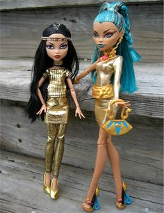 Monster high Cleo de Nile and her big sister Nefera.