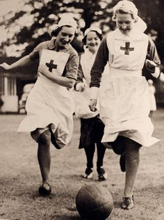 Nurses have a bit of fun, WWII. My grandmother was a nurse at this time. So neat to see what she might have worn. World War One, Second World, Old Photos, Vintage Photos, History Of Nursing, Vintage Nurse, Retro, Les Religions, Oldschool