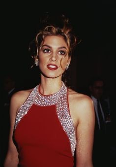 21 Incredible Vintage Photos of Cindy Crawford to Celebrate Her Retirement Christy Turlington, Cindy Crawford Photo, Retro, Original Supermodels, 80s And 90s Fashion, Magazine Mode, Famous Models, Claudia Schiffer, Mannequins