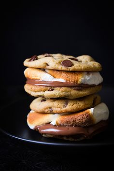 Let's just admit it, we are all obsessed with chocolate chip cookies, and who doesn't love a freshly toasted s'more? So why not put them together?  #recipe