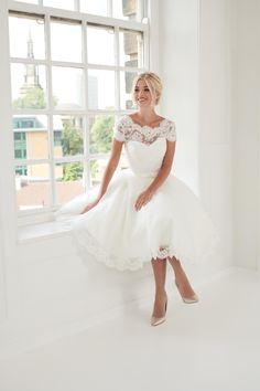 Short Ivory Wedding Dress, Simple Elegant Wedding Dress, Civil Wedding Dresses, Wedding Dress Over 40, Tea Length Bridesmaid Dresses, Tea Length Wedding Dress, Marie, Reception Dresses, Rehearsal Dinners