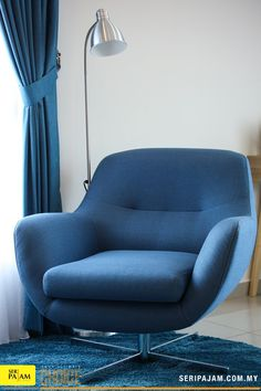 Blue may not seem like the boldest choice, but this deep blue is high-impact without being over-the-top. Egg Chair, Deep Blue, Dining Area, Decorative Items, Creative Ideas, Terrace, Armchair, Advertising, Relax