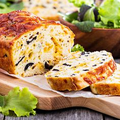 Low Carb Quark bread with cheese and olives Ciabatta, Gluten Free Recipes, Bread Recipes, Party Finger Foods, Happy Foods, Low Carb Bread, Olives, Ketogenic Diet, Clean Eating