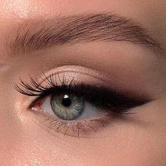 eyeliner eyeshadow looks / eyeliner eyeshadow ; eyeliner eyeshadow looks ; eyeliner eyeshadow how to apply Blue Eye Makeup, Skin Makeup, Glitter Makeup, Eyeliner Makeup, Eyeliner Waterline, Smokey Eyeliner, Brown Eyeliner, Korean Eyeliner, Apply Eyeliner