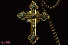 Cruz de ouro e pedras preciosas.  Museu de arte sacra - SP
