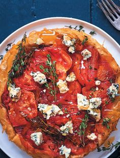 Upside-down tomato and blue-cheese tart Nutrients In Strawberries, Does Wine Go Bad, Blue Cheese Salad, Pancakes Easy, Roasted Butternut, Beetroot, Fritters, Wine Recipes, Vegetable Pizza