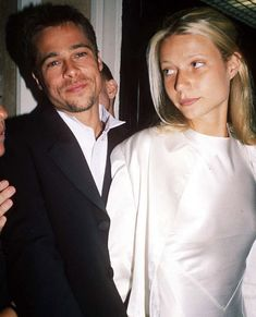 Discovered by Find images and videos about love, couple and on We Heart It - the app to get lost in what you love. Famous Couples, Couples In Love, Brad Pitt, Jennifer Aniston, Pretty People, Beautiful People, Angelina Jolie, 90s Fashion, Couture Fashion