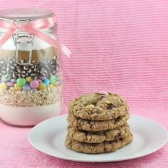 Cookies in a Jar make a great hostess or Christmas gift. Also great to give to teachers at the end of the year.