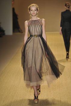fashion-ocd:    Monique Lhuillier Spring 2009