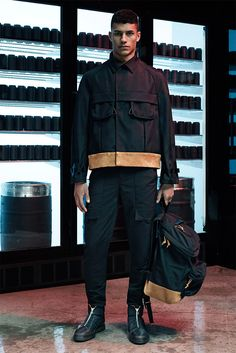 Alexander Wang unveiled his Spring/Summer 2015 collection, featuring a wide…