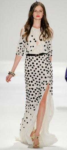 Luca Luca polka dot dress - I'd like it in floral rather than polka dots. Moda Fashion, Runway Fashion, High Fashion, Womens Fashion, Fashion Shoes, Sport Fashion, Dress Fashion, Fashion Clothes, Fashion Models