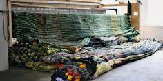 """""""Decorum"""" : tapis et tapisseries d'artistes au Musée d'Art moderne de la Ville de Paris Michael Butler : Weaving Workshop, 2009-2013. Métier à tisser. 250 cm x 300 x 600. Courtesy de l' artiste / Franco Soffiantino / Galerie Bär..."""