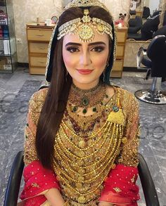 So incredibly stunning! Pakistani Bridal Makeup, Pakistani Wedding Outfits, Bridal Outfits, Pakistani Dresses, Indian Outfits, Walima Dress, Balochi Dress, Pakistan Wedding, Bridal Makeup Looks