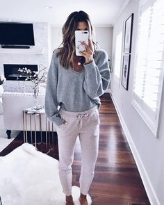 Cute And Casual Winter Outfit Inspiration 17 Lounge Outfit, Lounge Wear, Lazy Day Outfits, Casual Winter Outfits, Trendy Outfits, Cute Outfits With Sweatpants, Gray Sweatpants, Casual Attire, Casual Fall