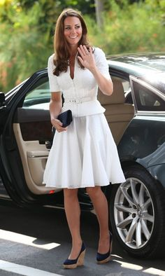 "Here Kate chose a white broderie anglaise suit. ""The Duchess oozed elegance choosing a stunning broderie anglaise suit by one of her favourite British designers Alexander McQueen."" She wore her familiar navy Stuart Weitzman Corkswoon wedges. Moda Kate Middleton, Style Kate Middleton, Kate Middleton Photos, Middleton Wedding, Duke And Duchess, Duchess Of Cambridge, Prince William Et Kate, Die Queen, Princesa Kate Middleton"