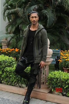 """New Delhi: Vidyut Jamwal, Chuck Russell at """"Junglee"""" promotions - Social News XYZ Bollywood Outfits, Bollywood Actors, Upcoming Films, Actor Photo, Living Legends, Indian Movies, New Delhi, Indian Celebrities, Chara"""
