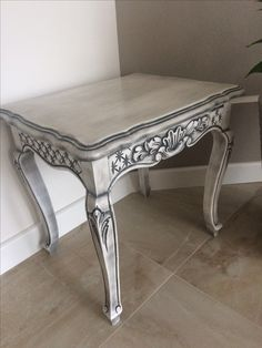 Renowacja starego mebla biały podkład poliuretanowy- biała farba -patyna i lakier  a efekt rewelacyjny